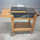Barbecue a Gas da Giardino Bst Piastre in Ghisa Carrello in Legno Coperchio e Ruote