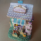 Casetta Apribile in Miniatura Rappresentazione Artigianale con Coniglietti Decorata a Mano