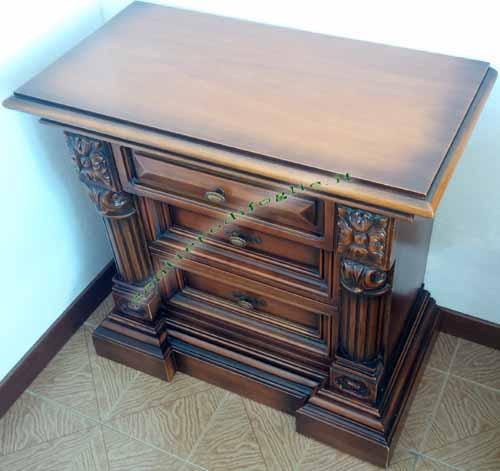 Comodini in legno lavorato a rilievo con cassetti - Mensola porta modem ...