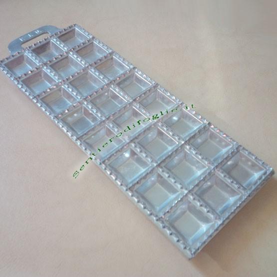 Stampino Taglia Ravioli Quadrati Alluminio Pressofuso 24 Posti Ravioliera Stampa Vintage Cucina